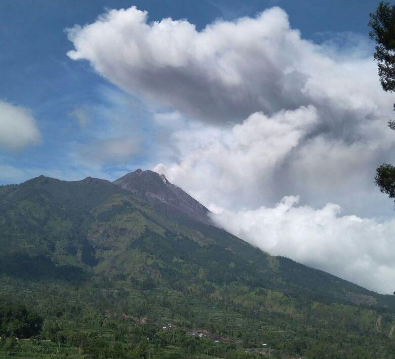 https: img-z.okeinfo.net content 2019 02 25 510 2022416 gunung-merapi-luncurkan-awan-panas-1-100-meter-yvMDGi4b9r.jpeg