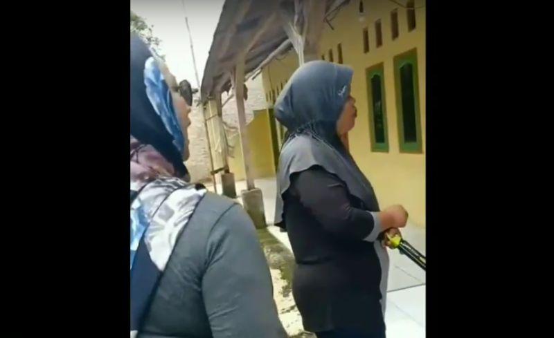 https: img-z.okeinfo.net content 2019 02 25 525 2022431 ditangkap-3-perempuan-yang-diduga-kampanye-jokowi-pro-lgbt-belum-jadi-tersangka-lIlpoQxc3Q.jpg