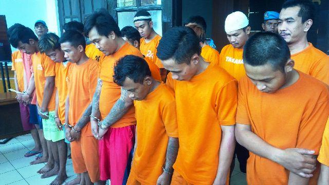https: img-z.okeinfo.net content 2019 02 27 525 2023687 resahkan-warga-bandung-puluhan-bandit-jalanan-ditangkap-iQbmrBMGUc.jpg