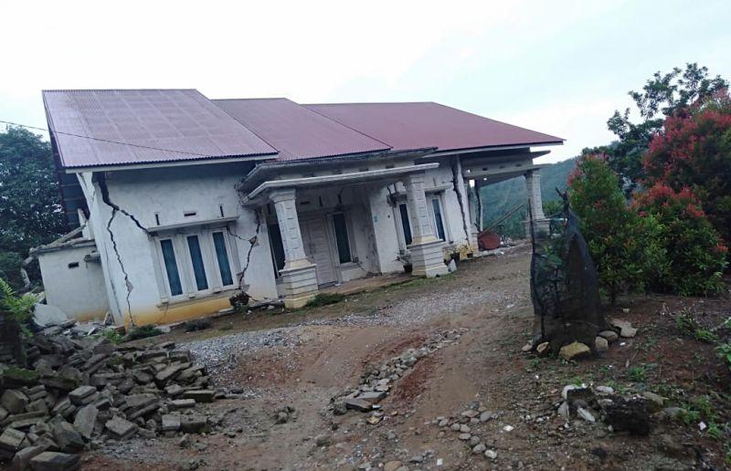 https: img-z.okeinfo.net content 2019 02 28 340 2023854 gempa-pasaman-sumbar-buat-10-orang-luka-luka-dan-puluhan-rumah-rusak-di-kabupaten-solok-selatan-Fo35LuT6cl.jpg