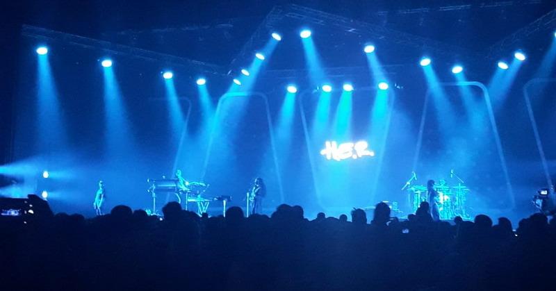 https: img-z.okeinfo.net content 2019 03 02 205 2024773 penampilan-h-e-r-paling-dinantikan-di-panggung-java-jazz-festival-2019-LGxHt5y4yB.jpg