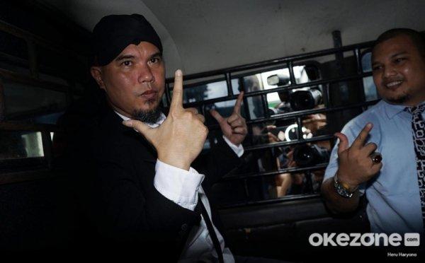 https: img-z.okeinfo.net content 2019 03 02 519 2024930 perpanjang-penahanan-ahmad-dhani-pt-dki-akan-diadukan-ke-komnas-ham-qAP5K4lT8A.jpg
