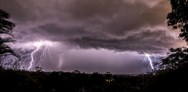 https: img-z.okeinfo.net content 2019 03 04 512 2025418 hujan-angin-disertai-petir-berpotensi-melanda-jawa-tengah-pada-hari-ini-PnnGZNWb4x.jpg