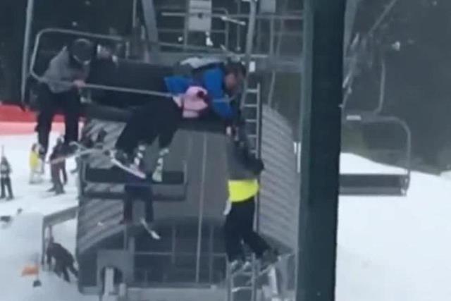 https: img-z.okeinfo.net content 2019 03 05 18 2026040 aksi-selumlah-remaja-selamatkan-bocah-8-tahun-yang-hampir-jatuh-dari-kereta-gantung-di-kanada-paRjYyVUjN.jpeg