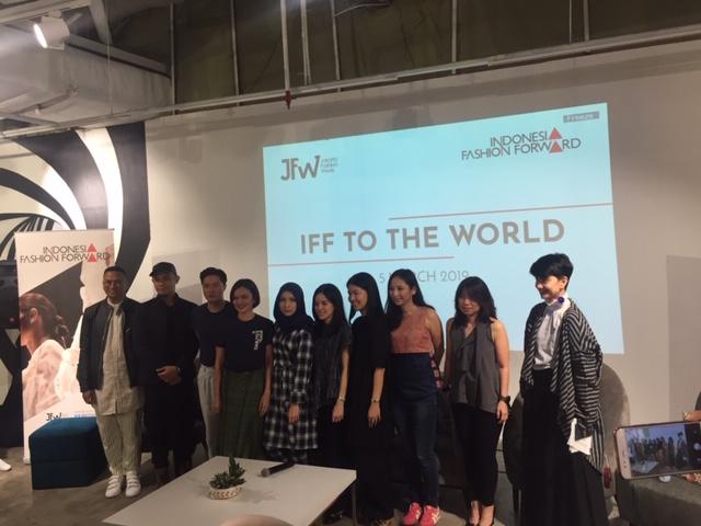 https: img-z.okeinfo.net content 2019 03 05 194 2026230 indonesia-fashion-foward-kembali-pamer-karya-di-panggung-lnternasional-HaIeqqoz09.jpeg