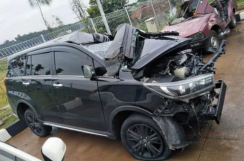 https: img-z.okeinfo.net content 2019 03 05 512 2026043 bupati-demak-bakal-dioperasi-usai-alami-kecelakaan-parah-di-tol-batang-iJKiLCk7jE.JPG
