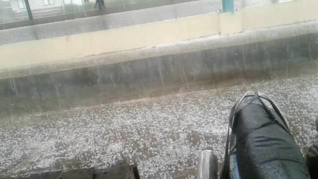 https: img-z.okeinfo.net content 2019 03 06 340 2026326 hujan-es-dan-puting-beliung-terjang-pidie-aceh-rumah-porak-poranda-57qasTa9vi.jpg