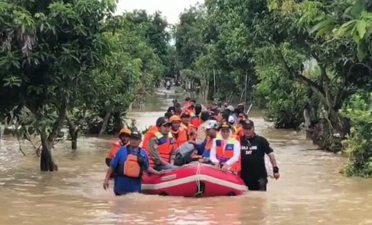 https: img-z.okeinfo.net content 2019 03 07 519 2027102 ini-solusi-gubernur-jatim-khofifah-atasi-banjir-di-madiun-Zdu8ibhpur.jpg