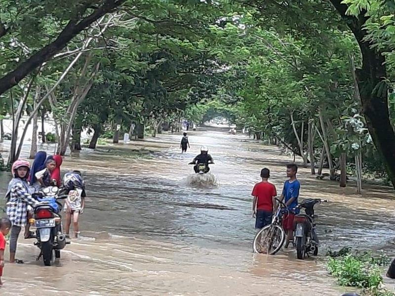 https: img-z.okeinfo.net content 2019 03 07 519 2027116 17-268-jiwa-terdampak-banjir-bupati-madiun-tetapkan-tanggap-darurat-banjir-QMrY5vQhDW.jpg