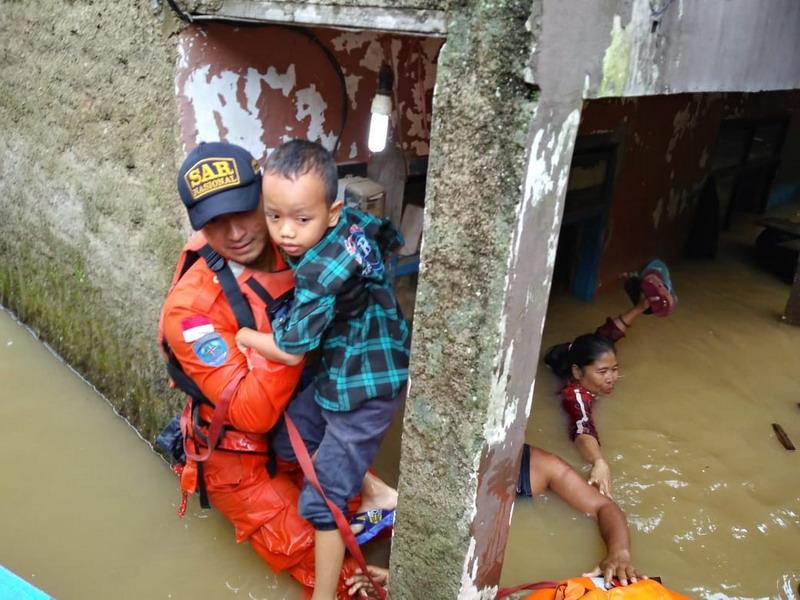 https: img-z.okeinfo.net content 2019 03 07 525 2027070 banjir-meluas-10-kecamatan-di-kabupaten-bandung-terendam-OWzXjst2Uz.jpg
