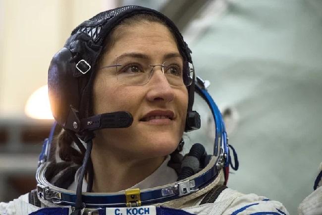 https: img-z.okeinfo.net content 2019 03 07 56 2027093 pertama-kali-dua-astronot-wanita-nasa-lakukan-spacewalk-2w6LfOgvyU.jpg