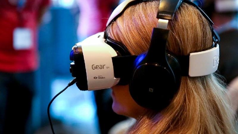 https: img-z.okeinfo.net content 2019 03 07 65 2026998 apakah-teknologi-virtual-reality-membantu-mahasiswa-belajar-iXEg3vLCc6.jpg