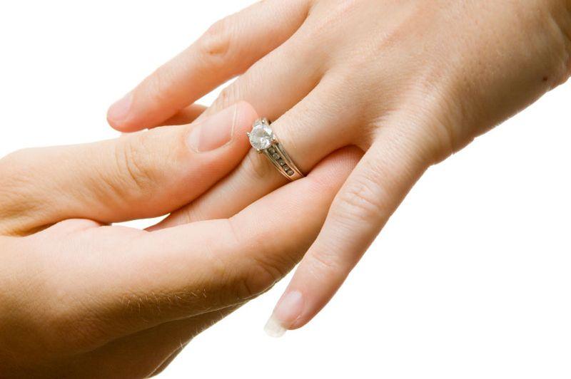 https: img-z.okeinfo.net content 2019 03 08 196 2027566 perkawinan-di-bawah-umur-marak-terjadi-seks-bebas-jadi-alasan-utamanya-QHXZscQU9Y.jpg