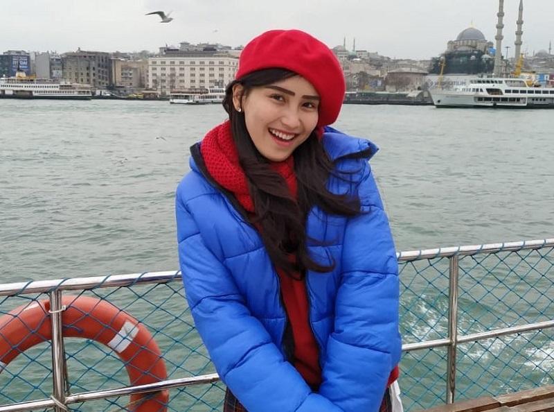 https: img-z.okeinfo.net content 2019 03 11 194 2028487 bawa-beras-ke-turki-outfit-ayu-ting-ting-harganya-fantastis-cpxrWqMT51.jpg