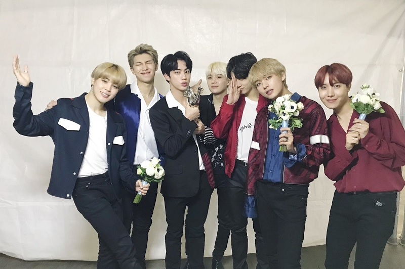 https: img-z.okeinfo.net content 2019 03 11 205 2028349 bts-dirumorkan-comeback-april-mendatang-ini-kata-big-hit-entertainment-YFmhEfX54s.jpg