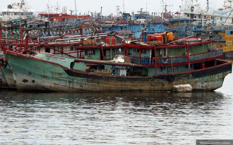 https: img-z.okeinfo.net content 2019 03 11 337 2028548 curi-ikan-2-kapal-asing-berbenda-malaysia-ditangkap-di-selat-malaka-CVAIQpqrVs.jpg