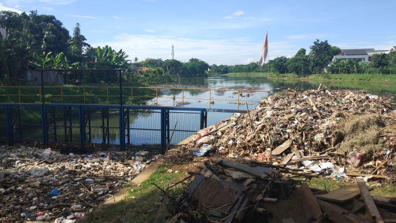 https: img-z.okeinfo.net content 2019 03 12 338 2029078 setu-perigi-tangsel-tercemar-tumpukan-sampah-begini-faktanya-EOwZJWwuZk.jpg