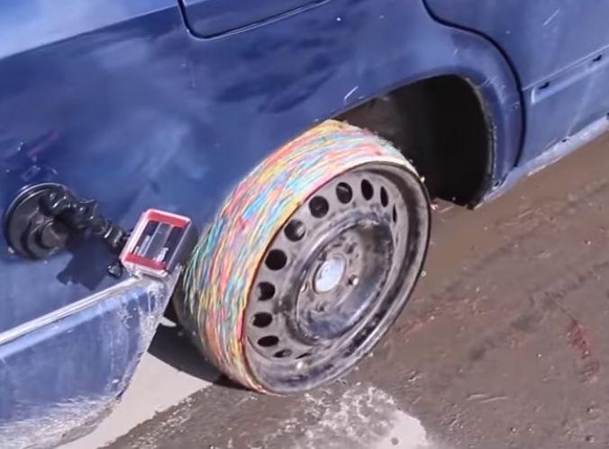 https: img-z.okeinfo.net content 2019 03 14 15 2029897 pengemudi-ini-gunakan-karet-gelang-sebagai-pengganti-ban-vdcaDCyplh.jpg