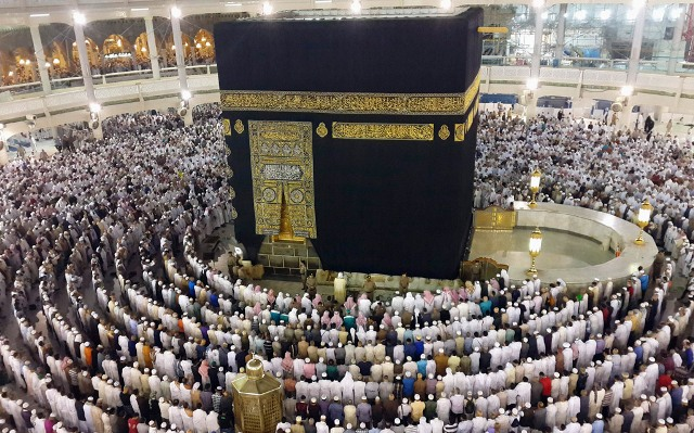 https: img-z.okeinfo.net content 2019 03 14 18 2029868 jamaah-melewati-batas-tinggal-arab-saudi-larang-4-biro-travel-umrah-beroperasi-gDX3nqkRxn.jpg