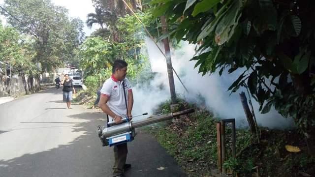 https: img-z.okeinfo.net content 2019 03 15 606 2030616 penuhi-permintaan-warga-caleg-perindo-langsung-fogging-kelurahan-winangun-LTNQ0nimsp.jpg