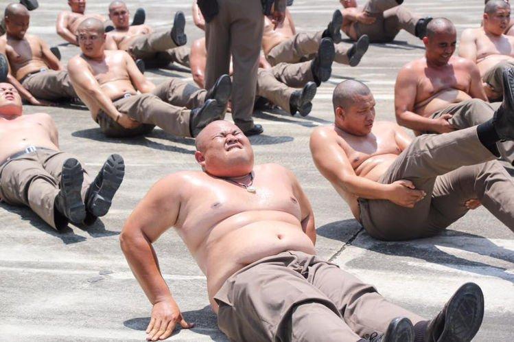 https: img-z.okeinfo.net content 2019 03 16 18 2030825 thailand-kirim-polisi-polisi-gendut-ke-kamp-penghancuran-perut-DMi3TJmjXw.jpg