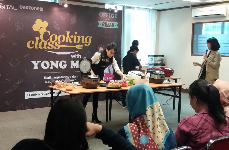 https: img-z.okeinfo.net content 2019 03 16 298 2030850 serunya-cooking-class-dengan-digital-rice-cooker-bersama-chef-axhiang-lee-HGHbcWtYV4.jpg