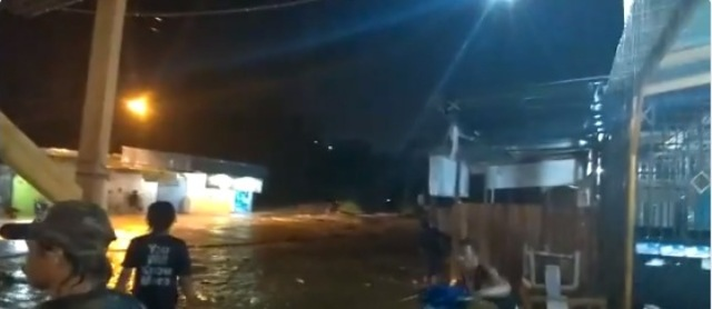 https: img-z.okeinfo.net content 2019 03 16 340 2030986 banjir-bandang-terjang-sentani-jayapura-tiga-orang-meninggal-dunia-y3AqSHgn9g.jpg