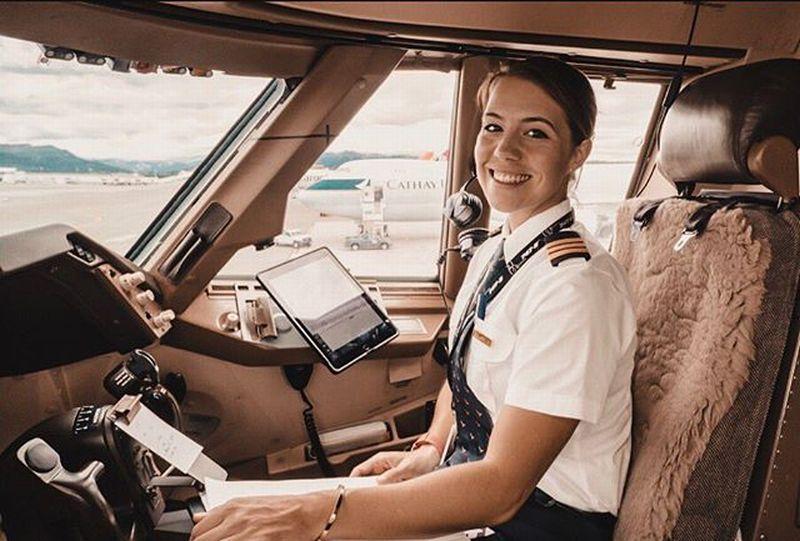 https: img-z.okeinfo.net content 2019 03 18 194 2031497 cantiknya-eva-claire-pilot-cathay-pacific-yang-buat-pria-terbang-ke-awang-awang-kbmvd4OGPJ.jpg