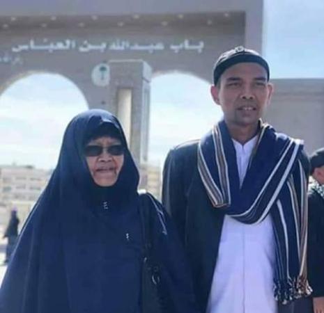 https: img-z.okeinfo.net content 2019 03 18 337 2031420 innalillahi-ibu-ustaz-abdul-somad-meninggal-dunia-hqrAry5r6d.jpg