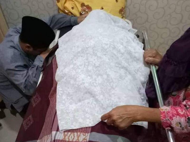 https: img-z.okeinfo.net content 2019 03 18 340 2031444 jenazah-ibunda-ustadz-abdul-somad-akan-dikebumikan-di-asahan-HnCyJus7wp.jpg