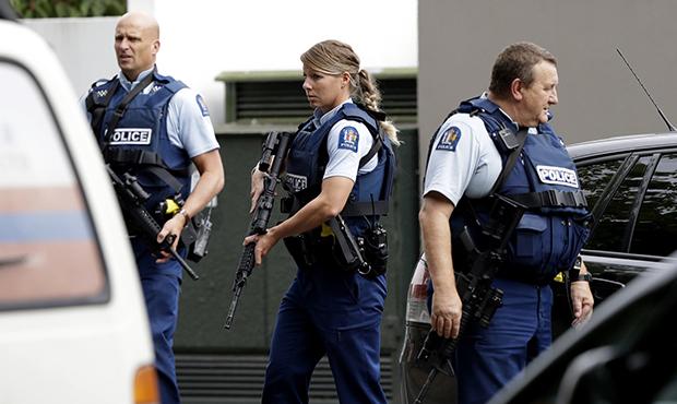 https: img-z.okeinfo.net content 2019 03 20 18 2032577 warga-selandia-baru-serahkan-senjata-api-pasca-penembakan-masjid-christchurch-QfaocdOpiE.jpg