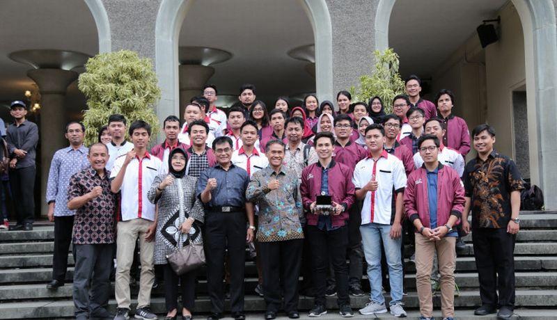 https: img-z.okeinfo.net content 2019 03 21 65 2032990 tim-semar-ugm-siap-berlaga-di-circuit-malaysia-0sm7wiQUyO.jpg