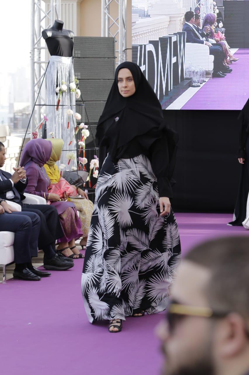https: img-z.okeinfo.net content 2019 03 22 194 2033449 anak-baru-di-dunia-fashion-tika-ramlan-unjuk-gigi-di-dubai-modest-fashion-week-IyGLVod6hh.jpg