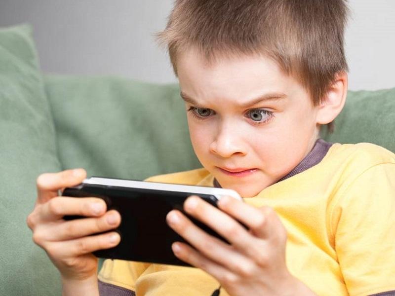 https: img-z.okeinfo.net content 2019 03 23 196 2033934 moms-begini-cara-atasi-anak-kecanduan-main-game-online-q4XrYk4JEC.jpg