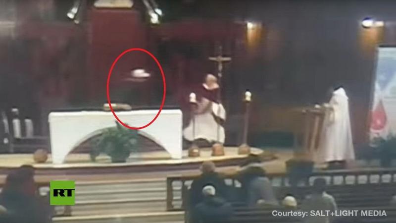 https: img-z.okeinfo.net content 2019 03 24 18 2034213 saat-saat-seorang-pastur-ditusuk-saat-pimpin-upacara-misa-terekam-dalam-video-tpDaJBSQZz.jpg