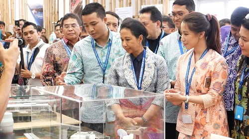 https: img-z.okeinfo.net content 2019 03 24 320 2034312 menteri-rini-tentukan-nasib-direktur-krakatau-steel-yang-kena-ott-kpk-PqNTrWHa4l.jpg