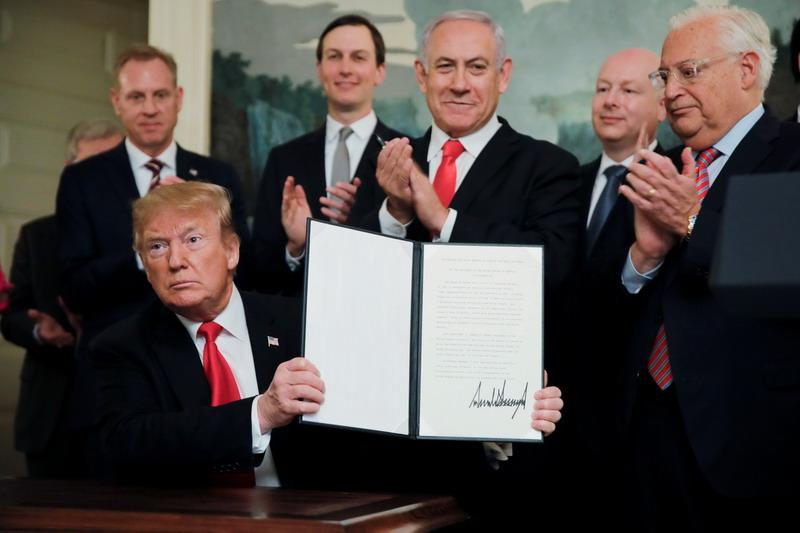 https: img-z.okeinfo.net content 2019 03 26 18 2035002 trump-tandatangani-deklarasi-pengakuan-kedaulatan-israel-atas-dataran-tinggi-golan-uNwt9X1XWp.jpg