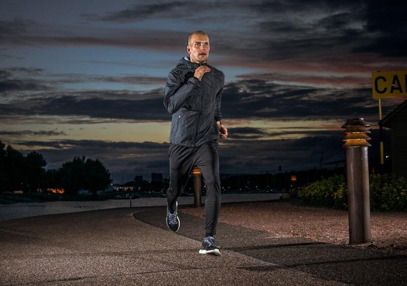 https: img-z.okeinfo.net content 2019 03 28 481 2036081 ahli-olahraga-tak-sarankan-anda-lari-malam-alasannya-mengejutkan-E25s8ab5HM.jpg