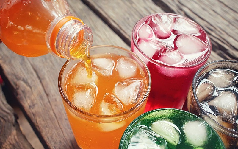 https: img-z.okeinfo.net content 2019 03 29 298 2036727 minuman-soda-dalam-botol-kaca-terasa-lebih-nikmat-mitos-atau-fakta-rxCezfqJfY.jpg