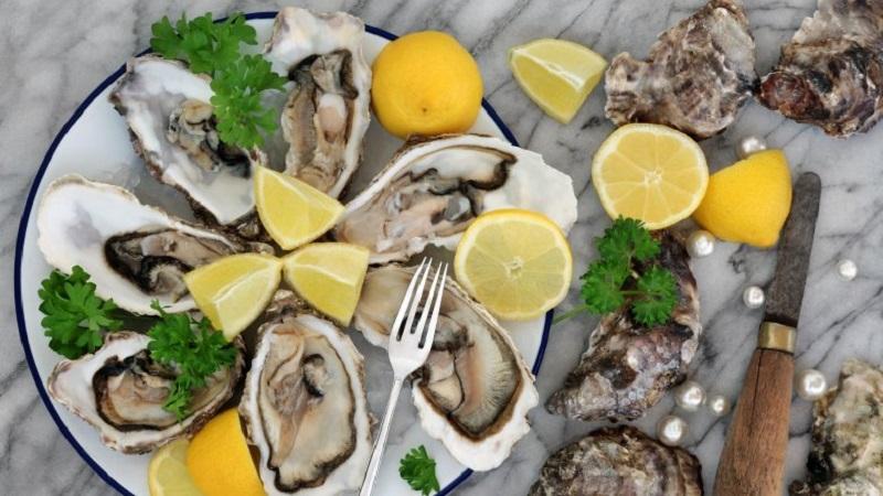 https: img-z.okeinfo.net content 2019 03 29 481 2036717 syahrini-kalap-makan-oyster-lagi-biar-greng-di-ranjang-NhHrZbYlS7.jpg