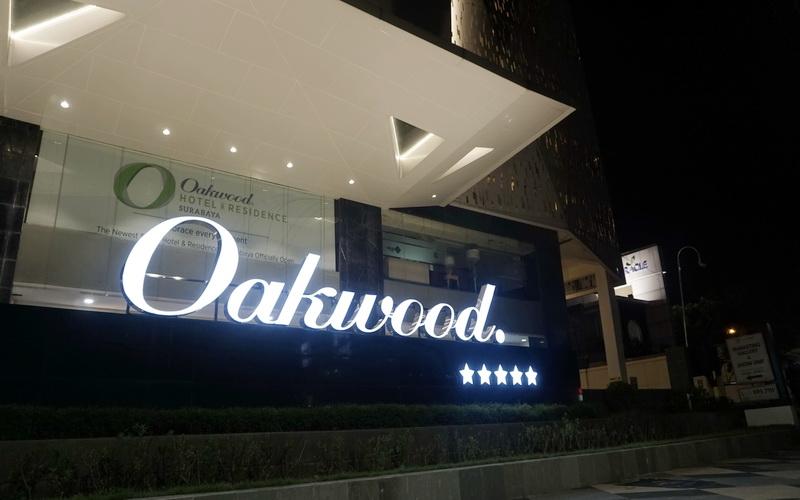 https: img-z.okeinfo.net content 2019 04 01 406 2037918 oakwood-hotel-residence-surabaya-resmi-bersertifikasi-bintang-5-pfhyjUdUCS.jpg