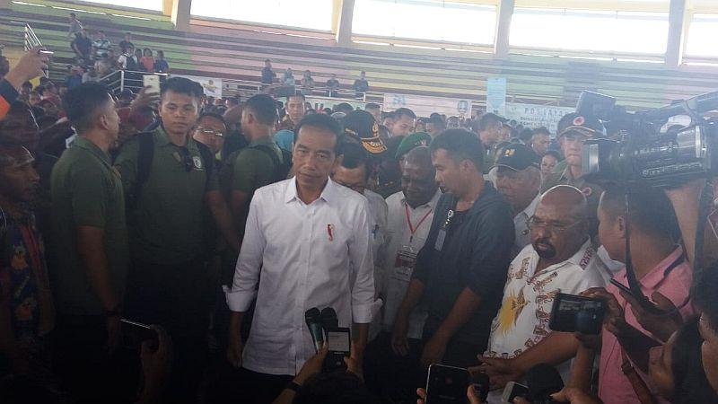 https: img-z.okeinfo.net content 2019 04 01 470 2037750 presiden-jokowi-minta-rumah-warga-di-sentani-direlokasi-ng79277Fl4.jpg