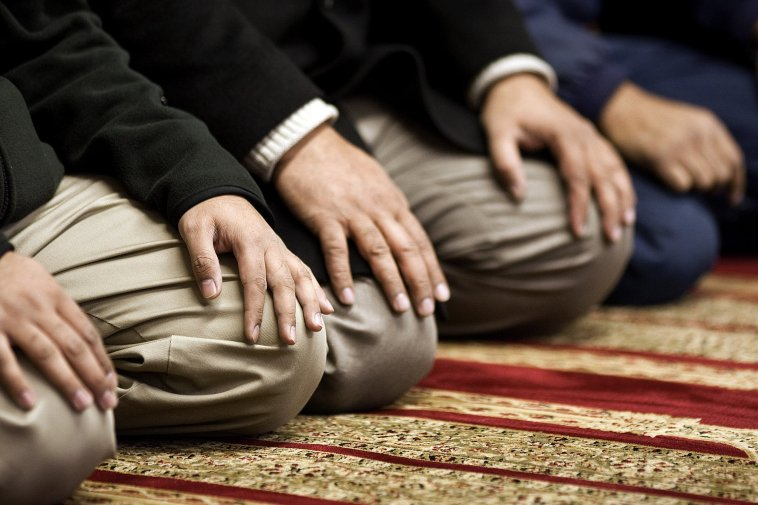 https: img-z.okeinfo.net content 2019 04 03 196 2038622 kisah-keajaiban-nyata-saat-umat-islam-tak-tinggalkan-salat-5-waktu-3IUERS3zZF.jpg