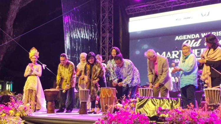 https: img-z.okeinfo.net content 2019 04 03 406 2038542 pengunjung-festival-wonderful-indonesia-di-malaysia-capai-350-ribu-orang-ZrNCqWg0M2.jpg