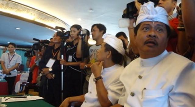 https: img-z.okeinfo.net content 2019 04 04 244 2039078 mantan-wagub-bali-sudikerta-ditangkap-di-bandara-ngurah-rai-ag2u3zX1Iu.jpg