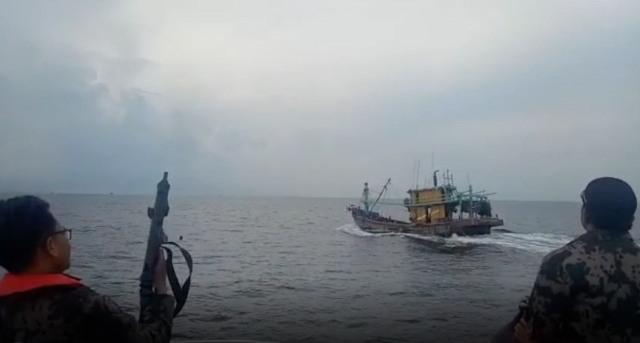 https: img-z.okeinfo.net content 2019 04 04 337 2038845 kkp-kembali-tangkap-2-kapal-asing-kali-ini-berbendera-malaysia-4qwB2Fpkil.jpg
