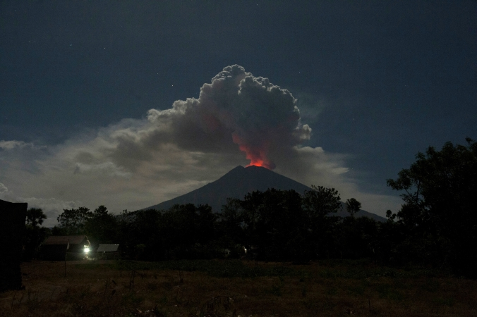 https: img-z.okeinfo.net content 2019 04 04 340 2039243 3-kecamatan-di-bangli-terpapar-abu-vulkanik-gunung-agung-CuyLmmt6jL.jpg