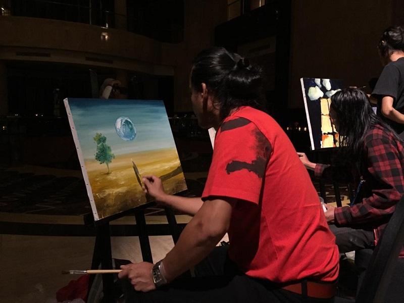 https: img-z.okeinfo.net content 2019 04 04 406 2039226 melukis-dalam-gelap-begini-indahnya-lukisan-karya-5-seniman-indonesia-NVOwma7sNc.jpeg