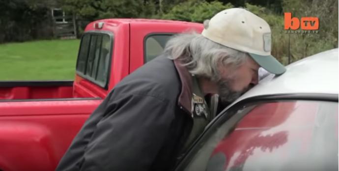 https: img-z.okeinfo.net content 2019 04 06 196 2039867 pria-ini-punya-hasrat-seksual-dengan-mobil-vw-beetle-gxZYnj2PCl.png