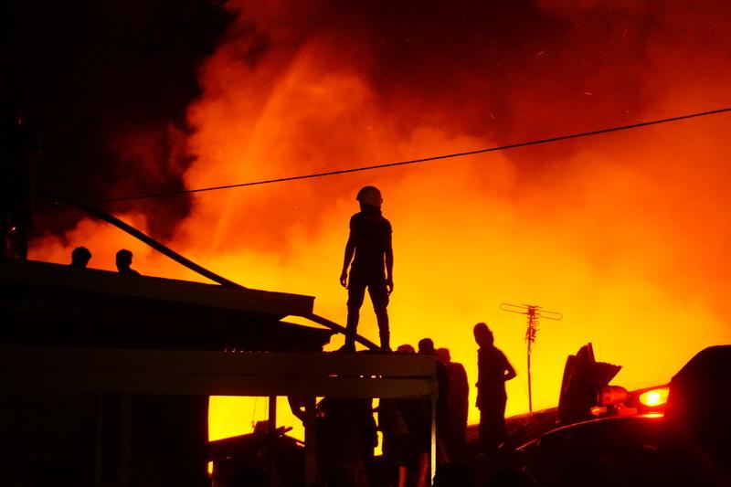 https: img-z.okeinfo.net content 2019 04 07 340 2040310 pasar-youtefa-terbakar-pedagang-kesal-warga-hanya-sibuk-ambil-foto-tOdAlsrstR.jpg